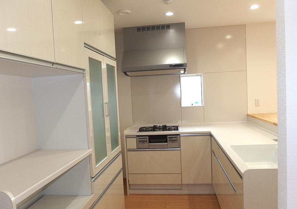 L 型キッチンの家