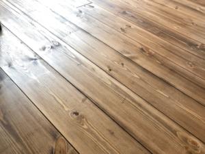 無垢床の塗装