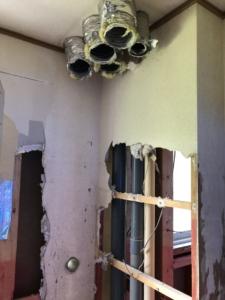 暖房機撤去作業。