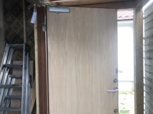 玄関ドア塗装します